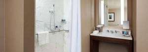 Crowne Plaza Bathroom2